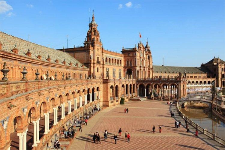 مدينة إشبيلية في إسبانيا
