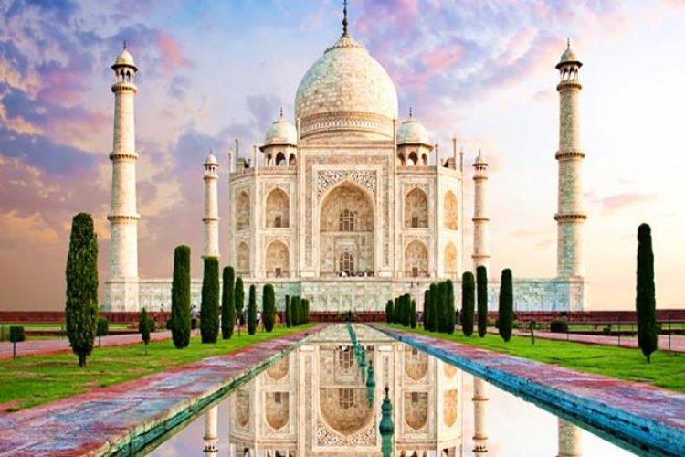 تاج محل في أغرا الهندية