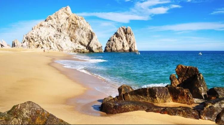 شاطئ الحب