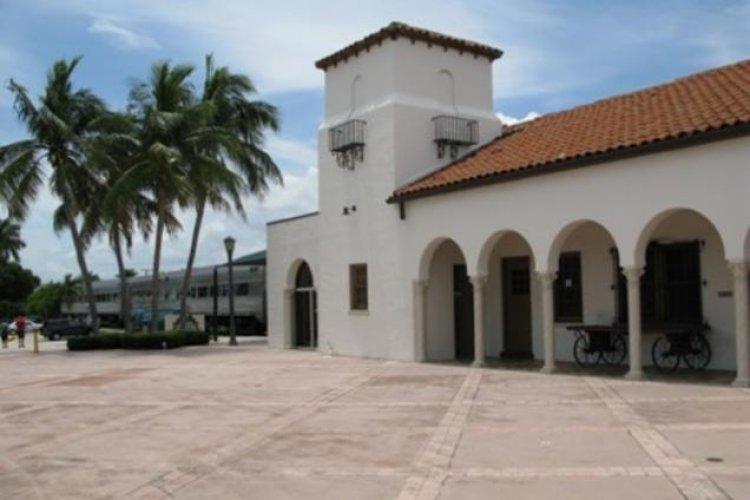 متحف قطار اكسبريس في مدينة بوكا راتون الأمريكية