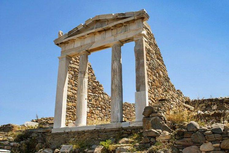 الحرم المقدس في جزيرة ديلوس اليونانية