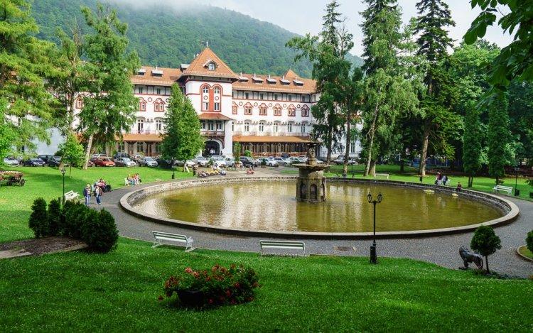حديقة غيكا Ghica Park في مدينة سينايا رومانيا
