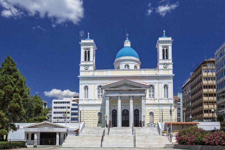 كنيسة أجيوس سبيريدون في بيرايوس اليونانية