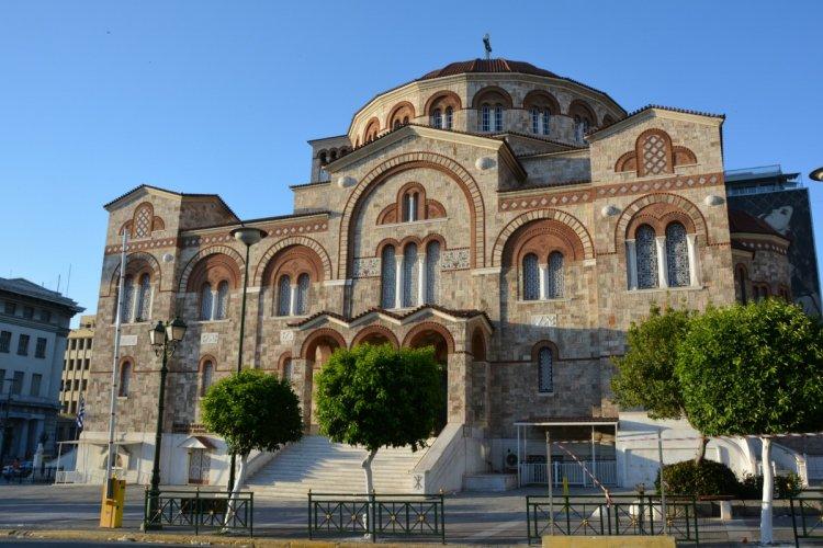 كنيسة جيا تريادا في بيرايوس اليونانية