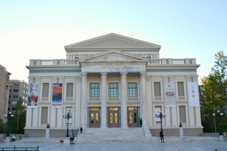 مسرح البلدية في بيرايوس اليونانية