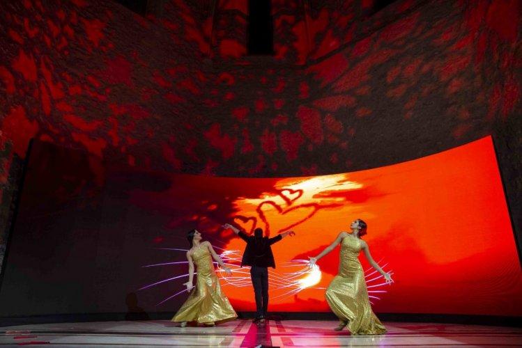 لوحة راقصة في حفل اطلاق رحلات الاتحاد للطيران