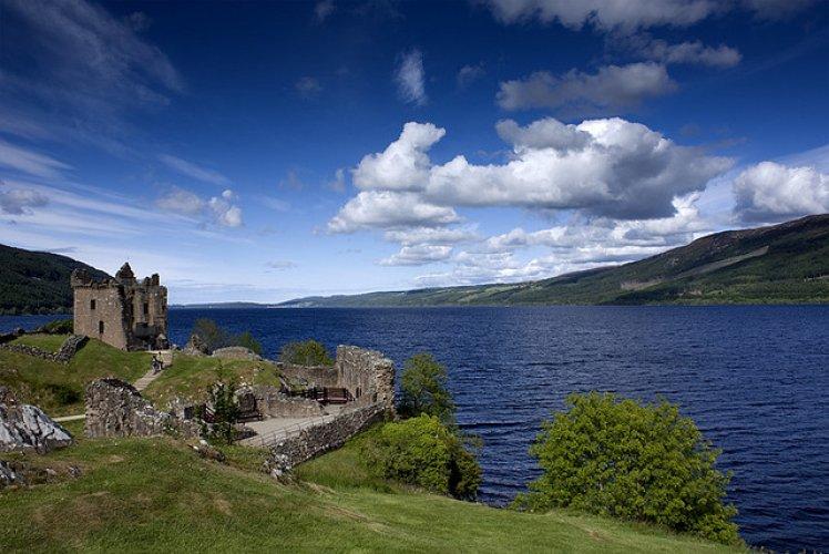 بحيرة نيس في اسكتلندا