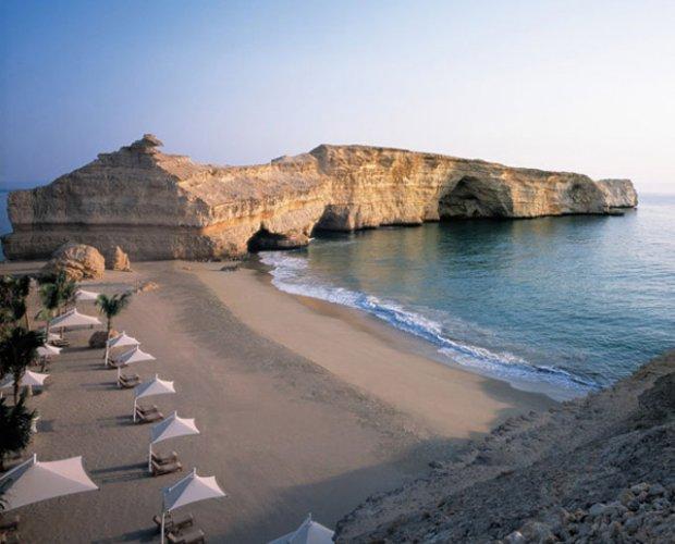 شاطئ الخيران في سلطنة عمان