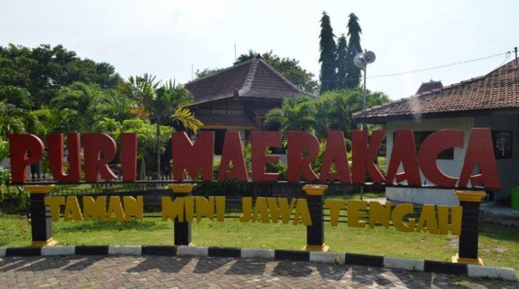 حديقة Puri Maerakoco Theme في مدينة سيمارانج الإندونيسية