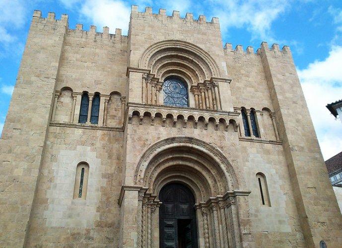 الكاتدرائية القديمة في مدينة قلمرية البرتغال