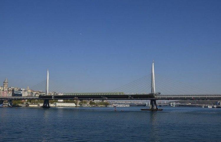 جسر مترو القرن الذهبي في اسطنبول