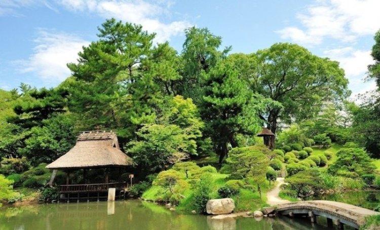 حديقة شوكي-إن في مدينة هيروشيما اليابانية