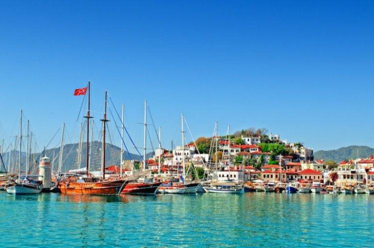 خليج هيسارونو في مدينة مرمريس التركية