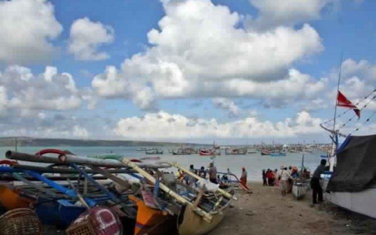 سوق أسماك كيدونجان في خليج جيمباران بالي