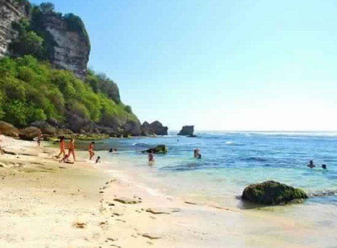 شاطئ سولوبان في خليج جيمباران بالي