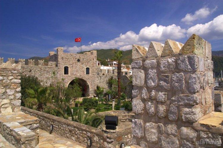 قلعة مرمريس في مدينة مرمريس التركية