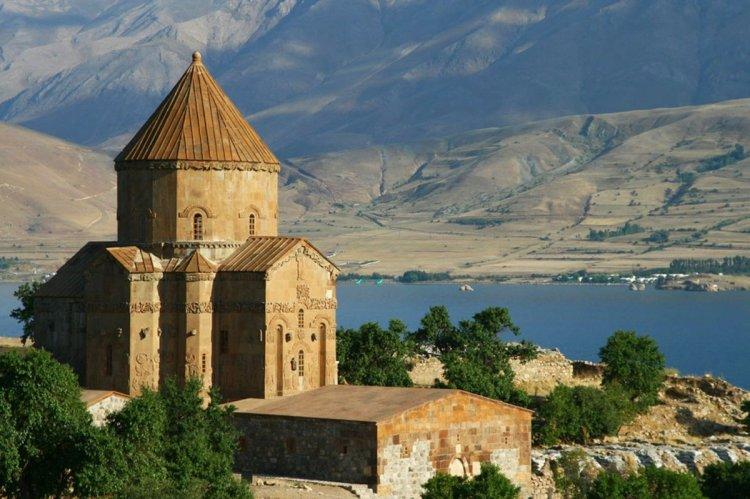 كنيسة الصليب القديم في مدينة فان التركية