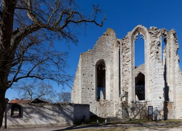 كنيسة سانت نيكولاس في جزيرة غوتلاند السويدية