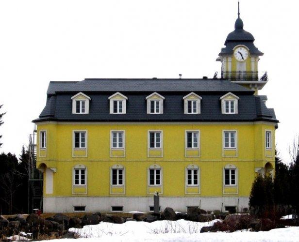كنيسة سانت نيكولاس في مدينة ليفيس الكندية
