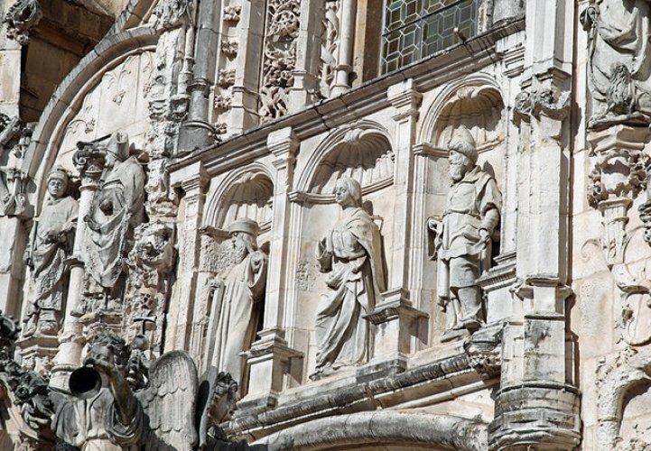 كنيسة سانتا كروز في مدينة قلمرية البرتغال