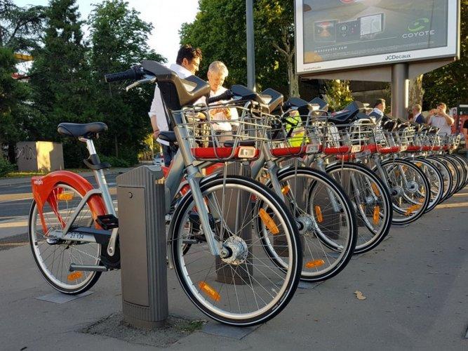 استئجار دراجة في مدينة ليون