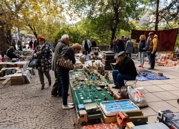 سوق البرغوث في تبليسي