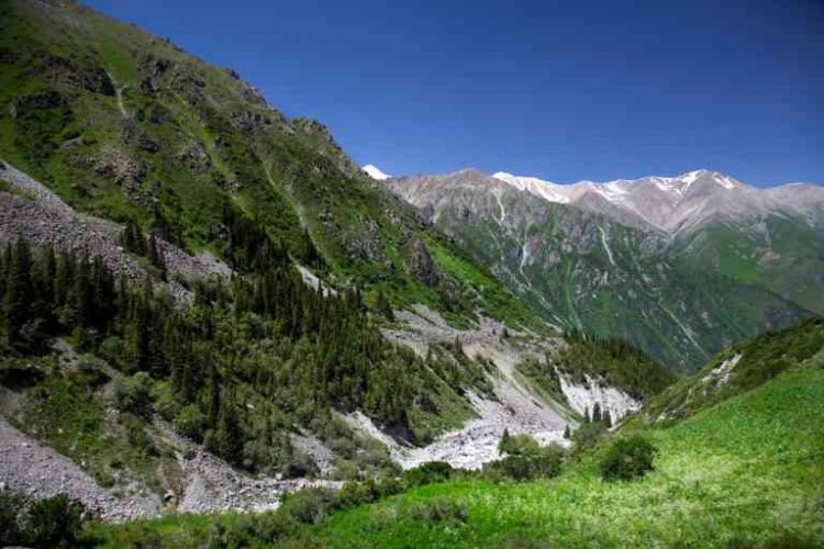 الطبيعة الساحرة في قزغستان