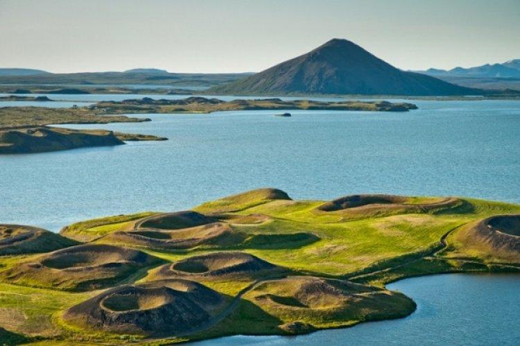 بحيرة ميفاثن في ايسلندا