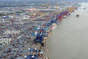 ميناء ساحل البحر الاحمر في السعودية
