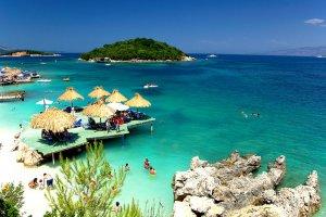 أحد شواطئ البانيا