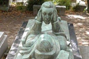 اغرب مقابر