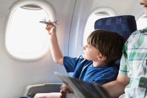 نصائح لتجنب ألم الاذن وانسدادها عند السفر بالطائرة