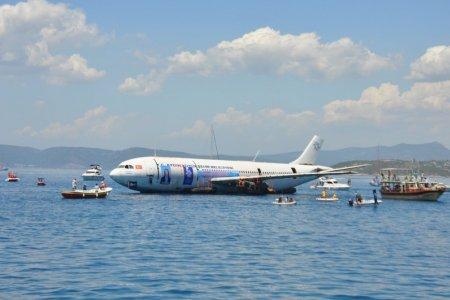 تركيا تغرق طائرة