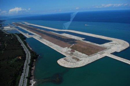 مطار فوق البحر في تركيا