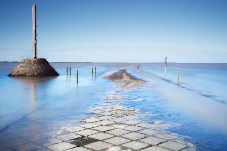 طريق يغوص تحت الماء