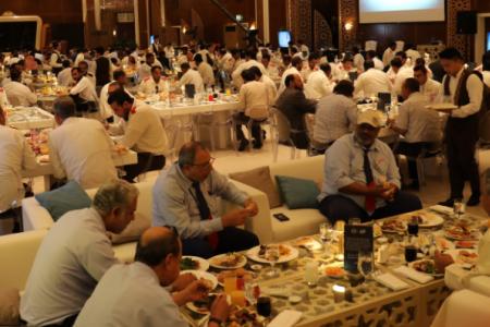 إفطار خيري لـ 175 سائق لسيارات الأجرة في دبي