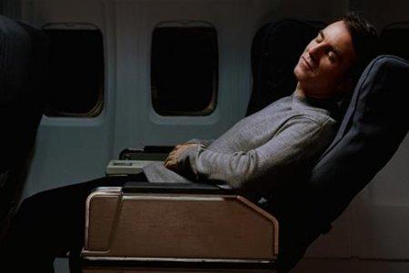 النوم في رحلة الطيران