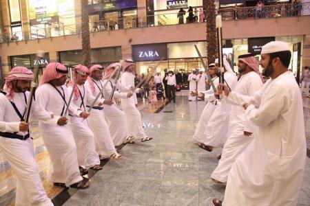 دبي تحتفل باليوم الوطني السعودي وتشارك المملكة أفراحها
