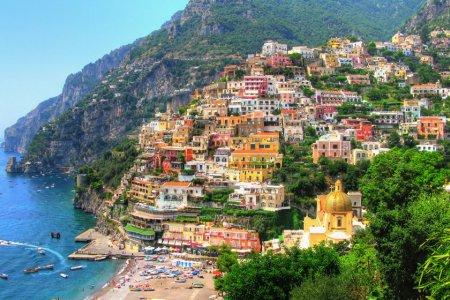 ساحل أمالفي احد اهم الاماكن السياحية في ايطاليا .