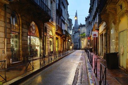 تقع مدينة بوردو الفرنسية على الساحل الجنوبي الغربي لدولة فرنسا