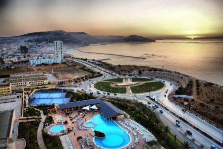 الساحل وغروب الشمس في الجزائر