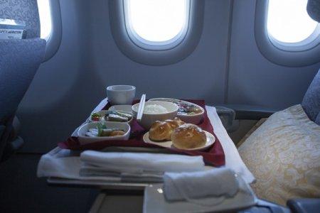 اسوء 10 اطعمة لا تطلبها في وجبات الطائرة
