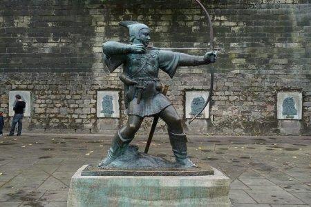 تمثال روبن هود في نوتنغام بانجلترا