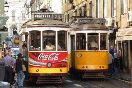 التزم بطوابير ركوب الترام في لشبونة