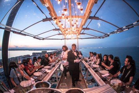 المطاعم المعلقة في الهواء