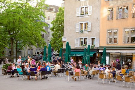 مقاهي ساحة بورغ دي فور