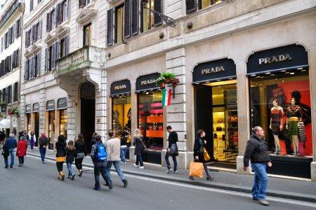 التسوق في روما