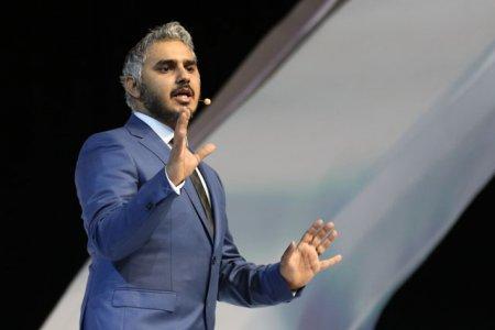 بدر صالح وجه حملة طيران الإمارات الإعلانية