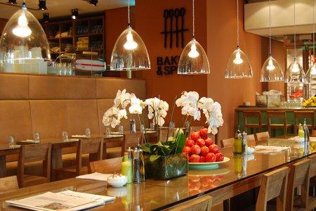مطعم بيكر آند سبايس