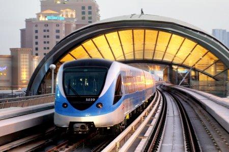 المترو افضل وسيلة تنقل في دبي